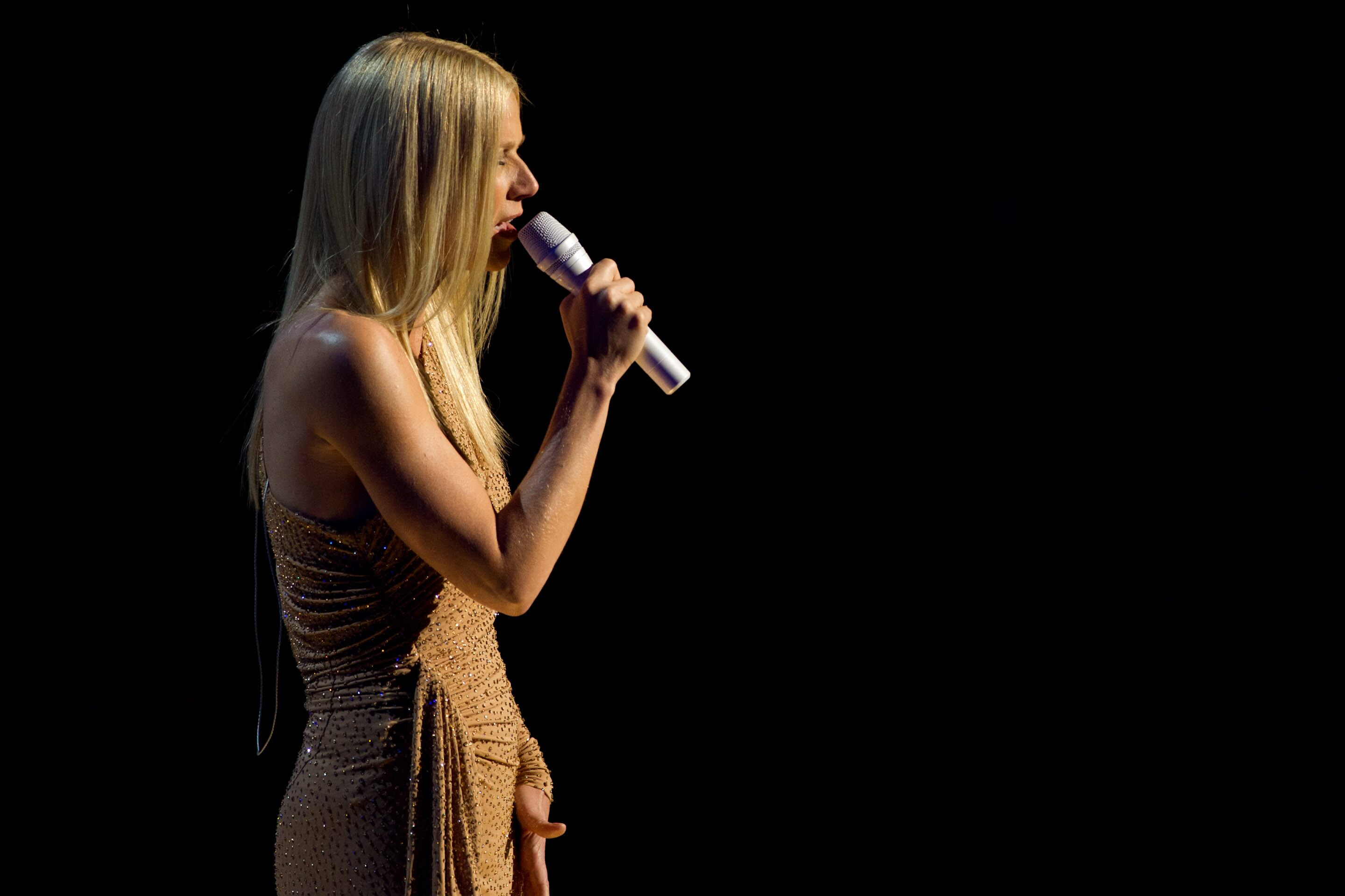 Gwyneth Paltrow performs on stage.