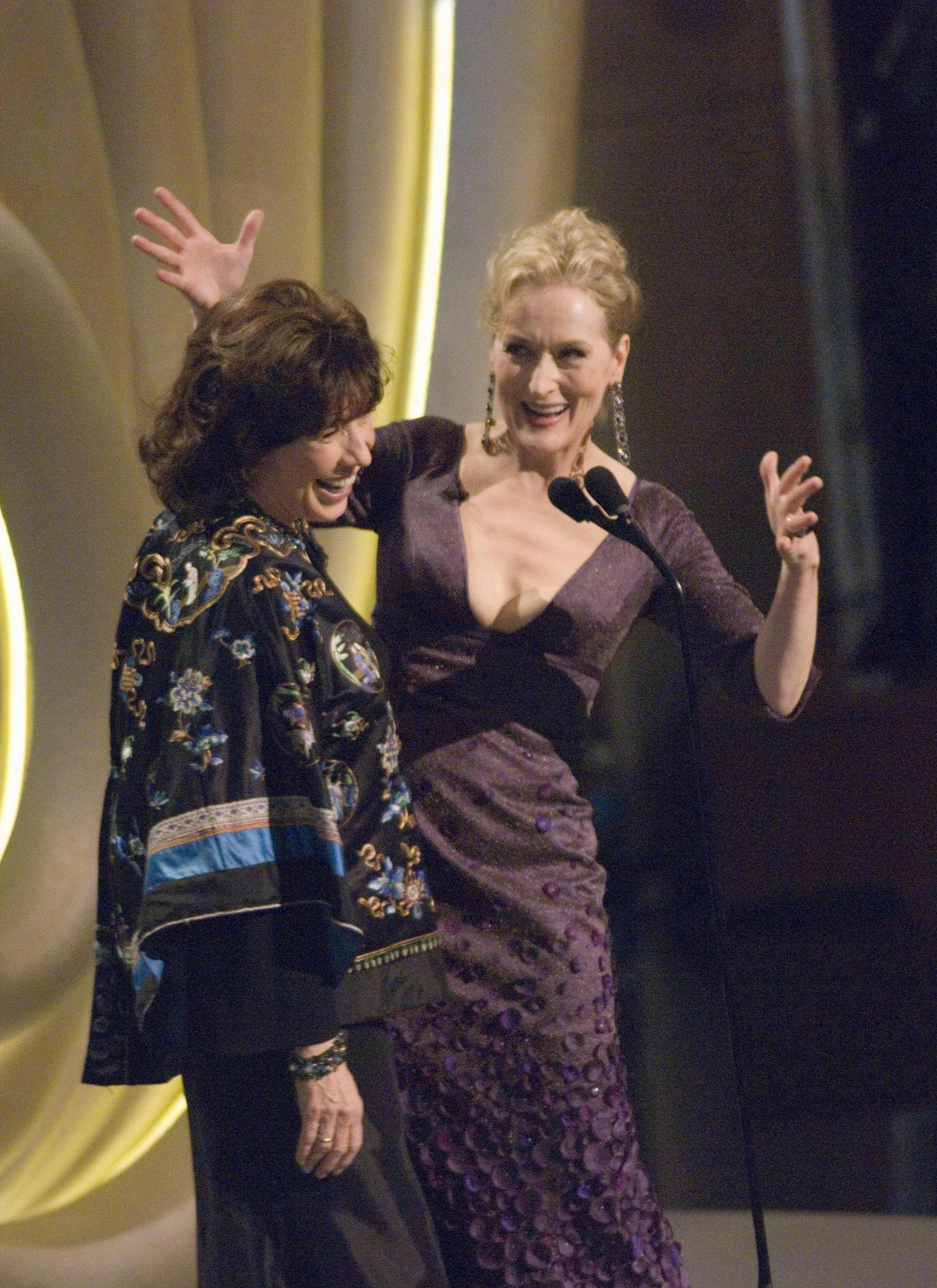 Lily Tomlin and Meryl Streep presented the Honorary Award to Robert Altman.