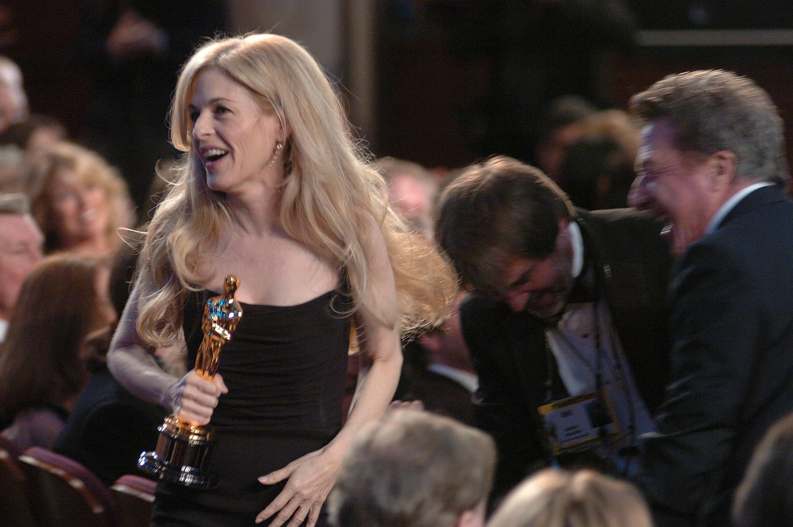 Valli O'Reilly accepts the Academy Award for Achievement in Makeup.