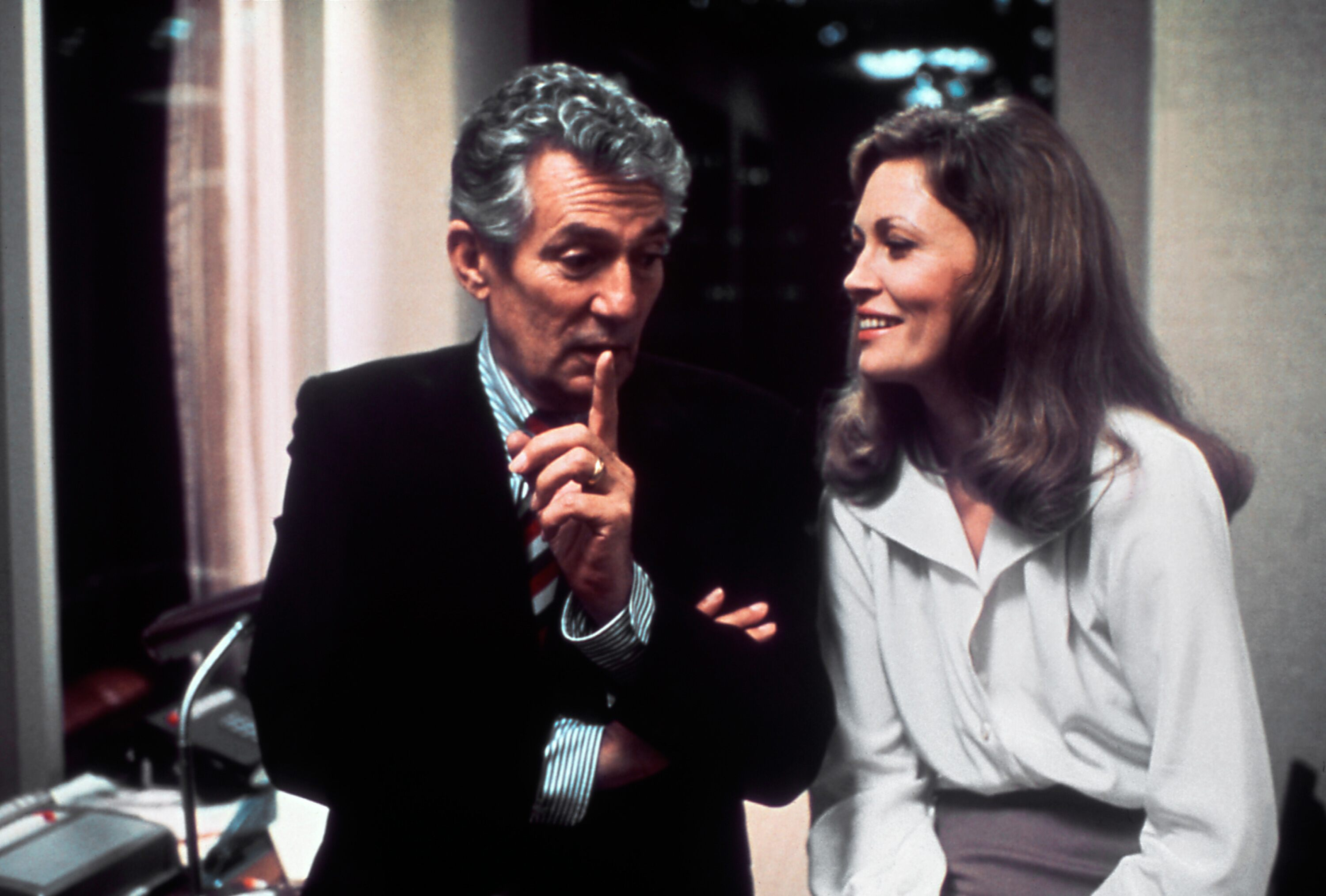 Peter Finch and Faye Dunaway, in Network