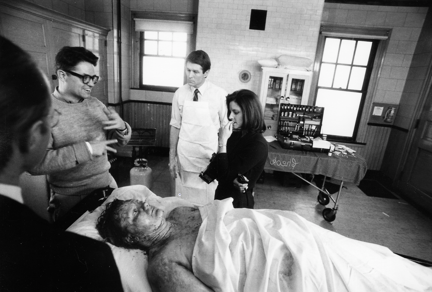 Jonathan Demme directs Jodie Foster and additional actors in Silence of the Lambs