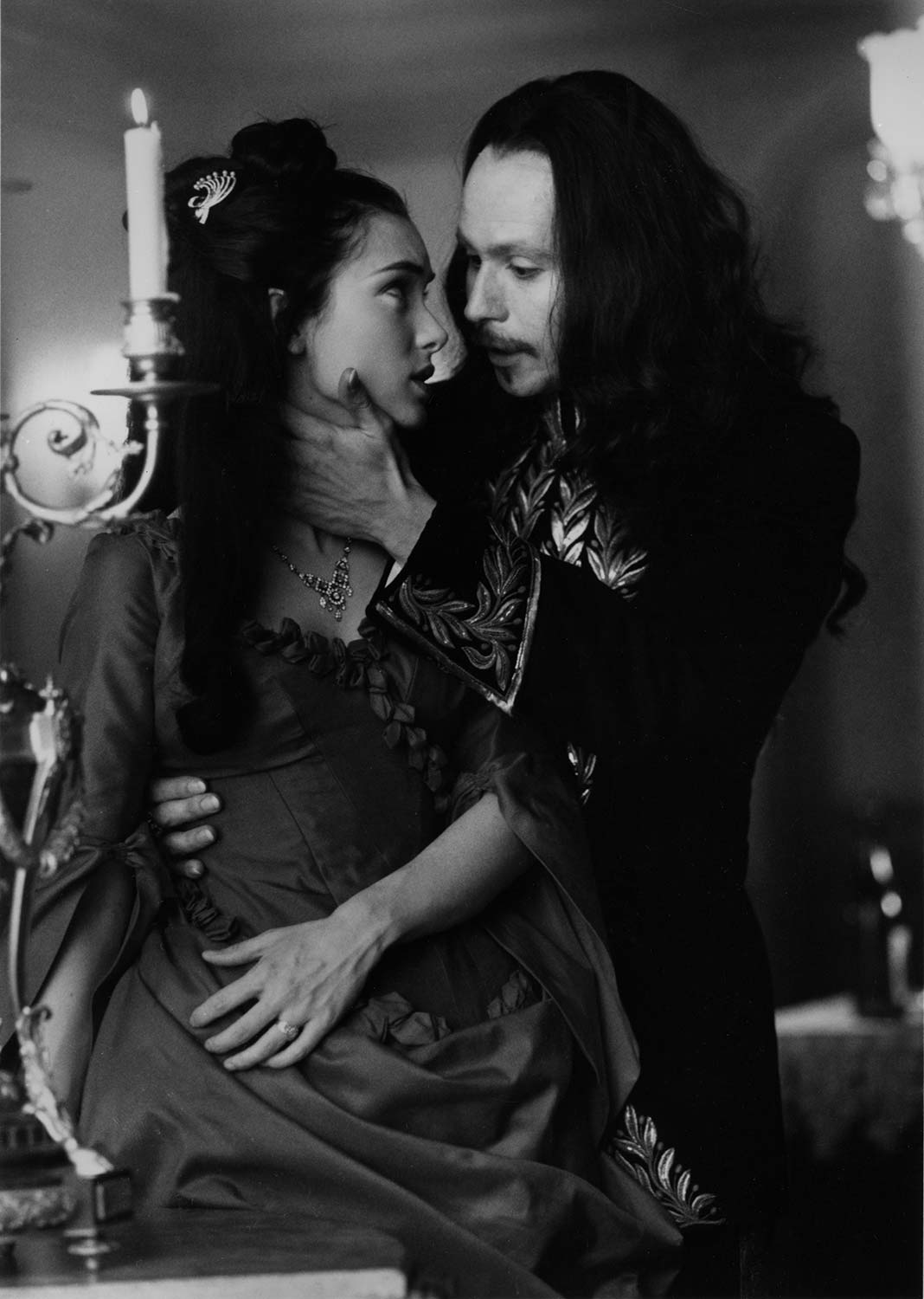 winona-ryder_and_gary-oldman_in_bram-stokers-dracula